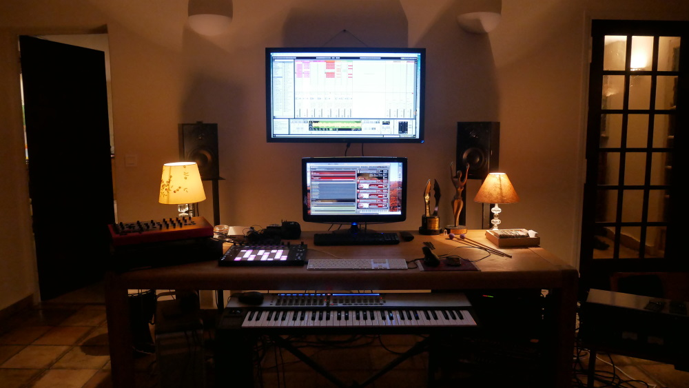 keyboard and double screens, sophisticated musical composition deck
